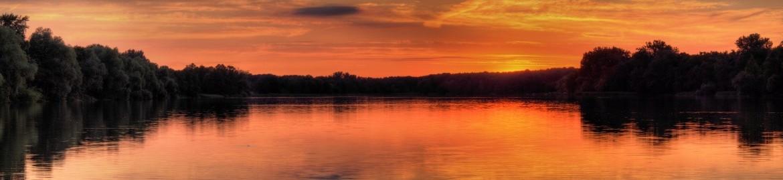 jezioro zachód słońca panorama-min