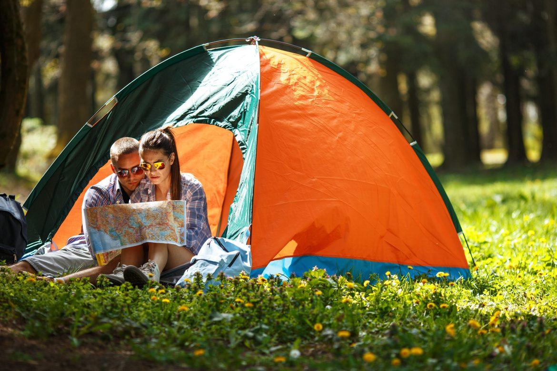 Gdzie pod namiot w Polsce 5 najciekawszych miejsc z polami namiotowymi