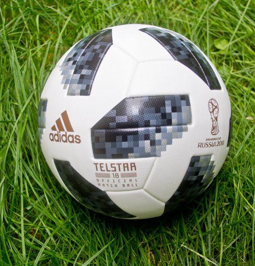 Bramka jest jedna, a piłki są dwie – którą wybrać Piłka Adidas Telstar World Cup VS Nike Premiere League Ordem 4 (5)