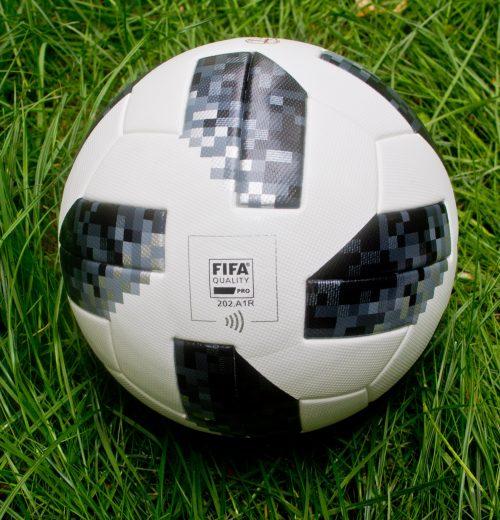 Bramka jest jedna, a piłki są dwie – którą wybrać Piłka Adidas Telstar World Cup VS Nike Premiere League Ordem 4 (6)