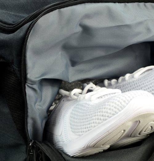 Torba treningowa Nike Brasilia BA5334 010 czarna -kieszeń na buty