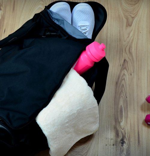 Torba treningowa Nike Brasilia BA5334 010 czarna. Jak się skapokwać