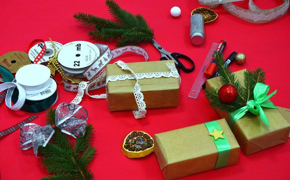 Pakowanie prezentów świątecznych, czyli jak zrobić dobre pierwsze wrażenie – ozdobne pakowanie prezentów 5