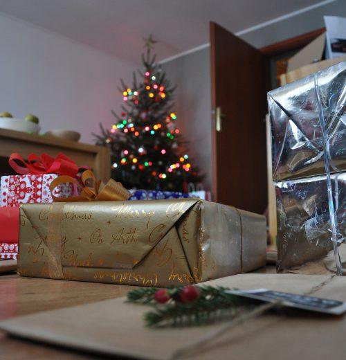 pakowanie-świątecznych-prezentów-blog-sportbazar