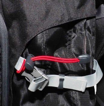 Plecak turystyczny High Peak – pasek kompresyjny i mocowanie kijów