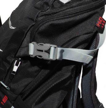 Plecak turystyczny High Peak – wyjście na rurkę bukłaka na wodę i pasek kompresyjny