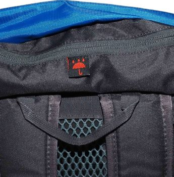 Plecak turystyczny High Peak – kieszeń górna w klapie, miejsce na pokrowiec przeciwdeszczowy