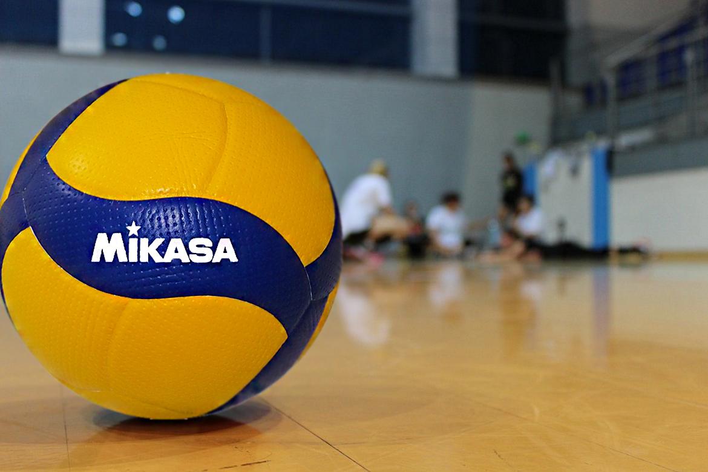 oficjalna-pilka-meczowa-mikasa-v200w-blog-sportbazar-baner