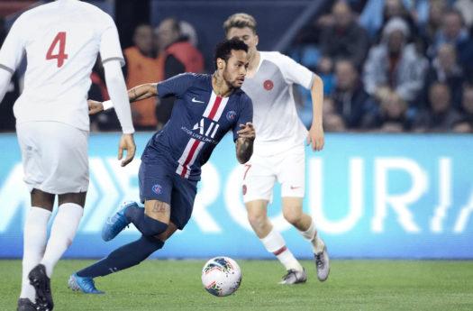 Neymar Jr też należy do grona oddanych fanów butów Nike Mercurial.