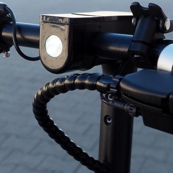 hulajnoga-miejska-elektryczna-lampka-przednia.