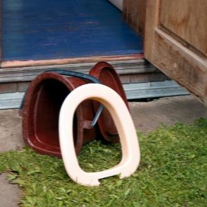 Zastosowanie wiadra podczas biwaku toaleta BLOG Jak ułatwić sobie życie. 15 sprawdzonych patentów na biwak-300×300