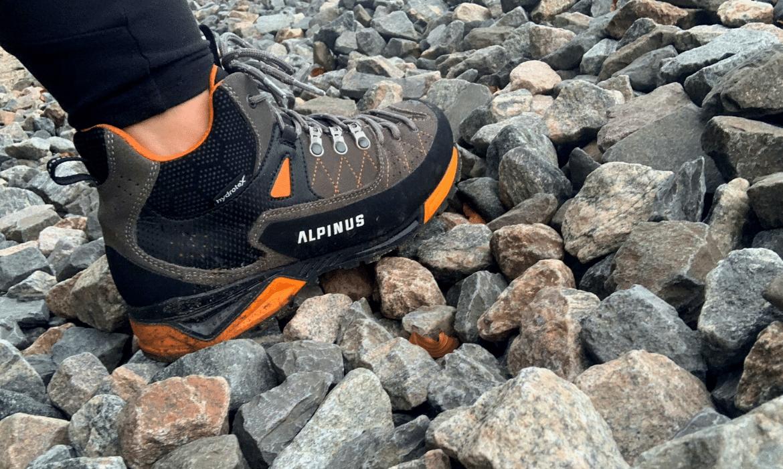 Buty-zdjęcie-w-górach-Buty-trekkingowe-Alpinus-The-Ridge-Mid-Pro-recenzja-blog-sportbazar.pl-1170×700-min