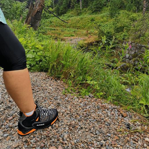 buty-w-terenie-kamienie-zdjecie-Buty-trekkingowe-Alpinus-The-Ridge-Mid-Pro-recenzja-blog-sportbazar.pl-520×520-min