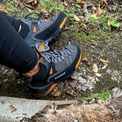 buty-w-terenie-zdjecie-Buty-trekkingowe-Alpinus-The-Ridge-Mid-Pro-recenzja-blog-sportbazar.pl-520×520-min